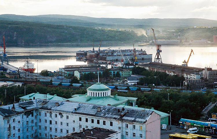 The Russian Arctic Circle port city of Murmansk on August 2, 2017. The Russian Supreme Court on May 25, 2018, upheld a travel ban on a Norwegian journalist. (Maxim Zmeyev/AFP)