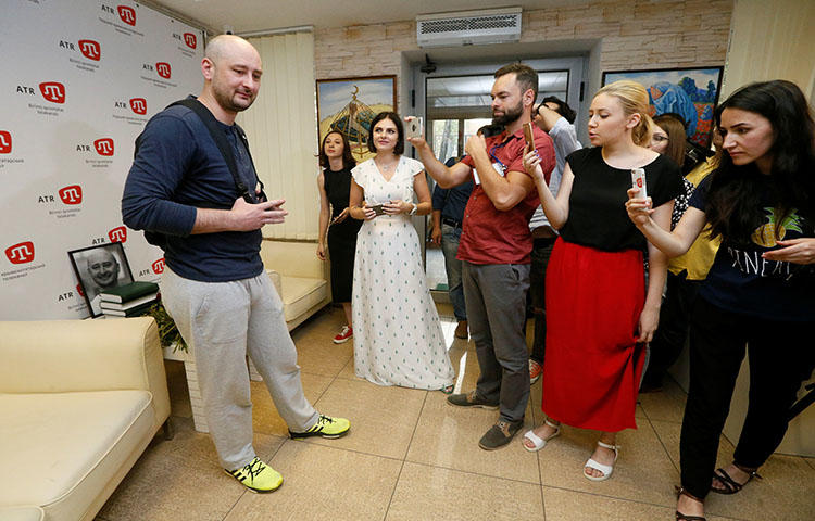 Russian dissident journalist Arkady Babchenko, left, visits the office of the Crimean Tatar channel, ATR, in Kiev, Ukraine on May 31, 2018. (Reuters/Valentyn Ogirenko)