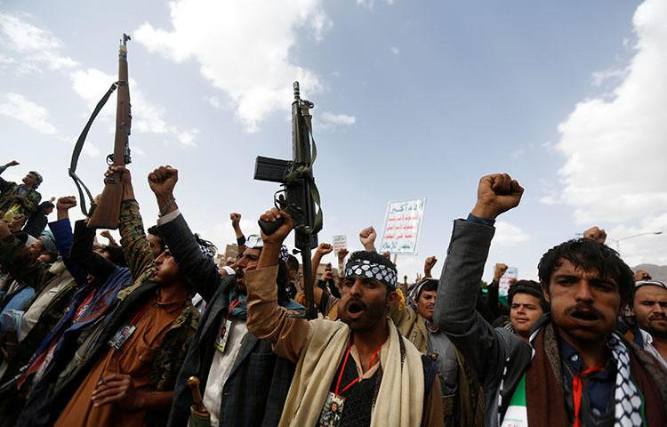 Houthi supporters demonstrate in Sanaa, Yemen, on May 15, 2018. A Yemeni journalist died June 2, soon after being released from Houthi custody. (Reuters/Khaled Abdullah)