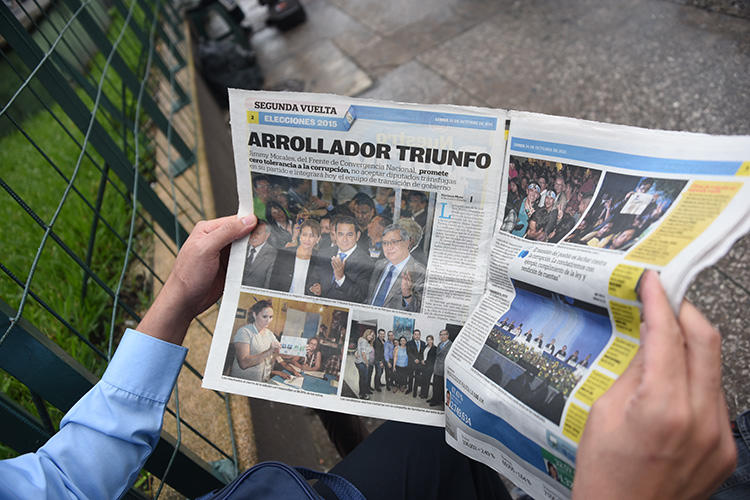 A man reads a newspaper in Guatemala City on October 26, 2015. A Guatemalan judge on July 17, 2018, approved a court order barring journalist José Rubén Zamora and his newspaper, elPeriódico, from writing about a government official for three months under a law created to prevent violence against women. (AFP/Johan Ordonez)