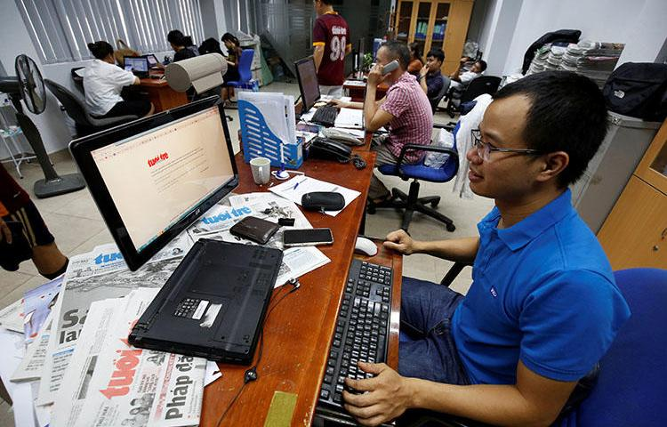 A journalist shows the banned online edition of Tuoi Tre at the newspaper's office in Hanoi, Vietnam, on July 17, 2018. (Reuters/Nguyen Huy Kham)