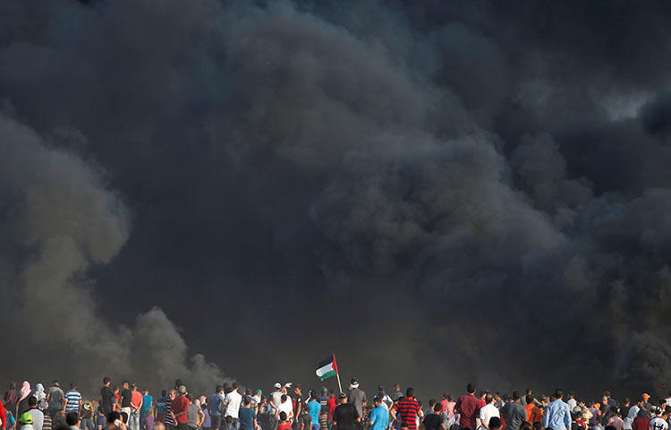 Palestinian demonstrators take part in a protest at the Israel-Gaza border, east of Gaza City on August 3, 2018. At least four Palestinian journalists were injured by gunfire and shrapnel while covering protests in the Gaza Strip between July 27 and August 10. (Reuters/Mohammed Salem)