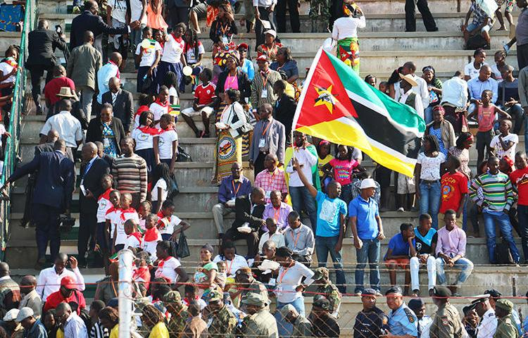Mozambican people celebrate the 40th anniversary of their country's independence from Portugal on June 25, 2015, in Maputo. The Mozambican government imposed high fees on independent media on July 23, 2018. (AFP/Adrien Barbier)