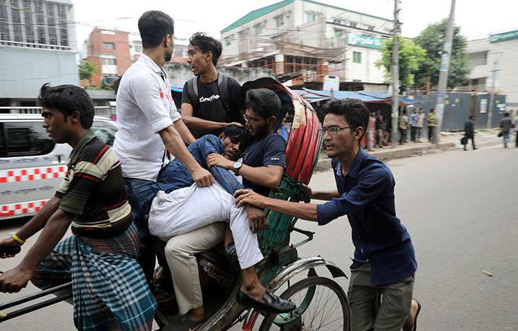 Students take an injured fellow to the hospital during clashes with unidentified assailants while they are protesting over recent fatal traffic accidents in Dhaka, Bangladesh, August 4, 2018. (Reuters/Mohammad Ponir Hossain)