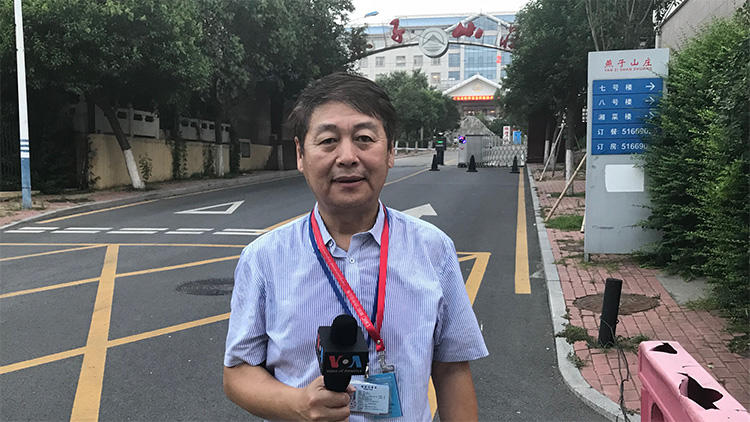 Voice of America Mandarin Service correspondent Yibing Feng. Feng and his assistant, Allen Ai, were detained for about six hours on August 13, 2018, by security personnel after they tried to conduct an interview in Jinan, Shandong Province, China. (Voice of America)