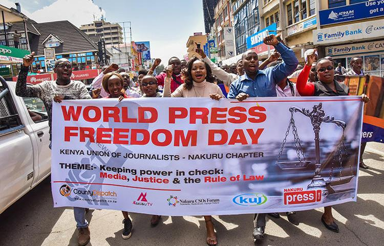 Journalists and members of the civil society march for World Press Freedom Day on May 3, 2018, in Nakuru, Kenya. A Daily Nation journalist was assaulted and briefly abducted in western Kenya on September 3. (AFP/Suleiman Mbatiah)