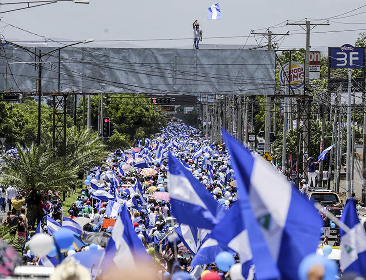 People demonstrate during a protest against Nicaraguan President Daniel Ortega's government in Managua, the capital, on September 16, 2018. An online smear campaign targeted a freelance reporter in Nicaragua beginning September 16. (AFP/Inti Ocon)