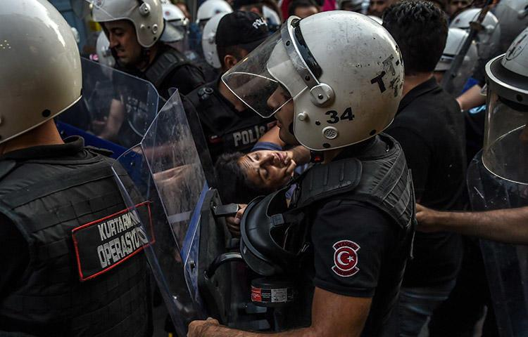 Turkish police make arrests during a protest over labor conditions at Istanbul's new airport on September 15. AFP photographer Bülent Kılıç, who took this image, was among those detained. (AFP/Bülent Kılıç)