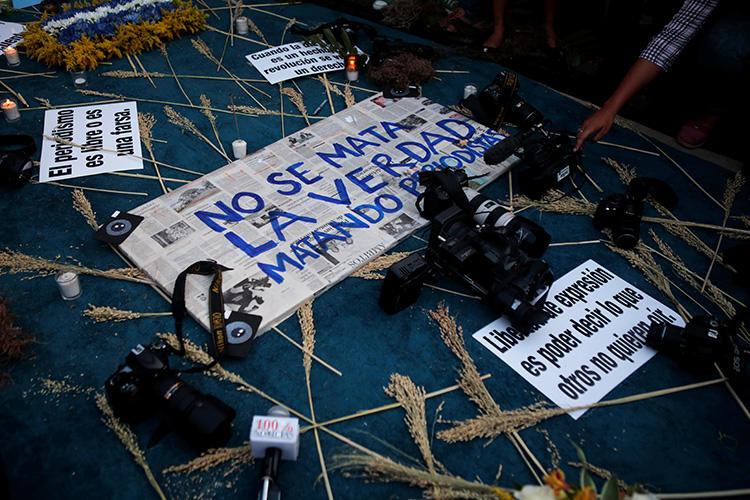 Um memorial para o jornalista assassinado Angel Eduardo Gahona em Manágua, Nicarágua, em 26 de abril de 2018. Dois homens foram condenados em 27 de agosto pelo assassinato de Gahona, em um julgamento que foi criticado como injusto.  (Reuters/Oswaldo Rivas)