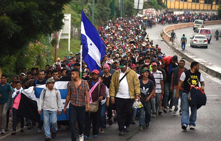 Honduran migrants take part in a caravan toward the U.S. in Chiquimula, Guatemala, on October 17. CPJ has issued safety advice for journalists covering the caravan as it passes through Mexico. (AFP/Orlando Estrada)