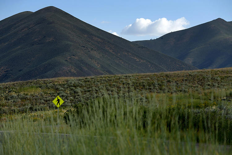 A sign warning drivers of hikers ahead is seen in the mountains in Sun Valley, Idaho, July 6, 2015. Two newspaper carriers were shot at on the Nez Perce Indian reservation in Idaho on October 8, 2018. (Reuters/Mike Blake)