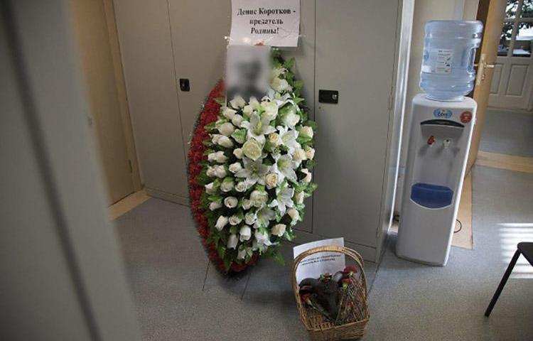 A funeral wreath, severed goat's head, and threatening notes are left at the Moscow offices of Novaya Gazeta. (Novaya Gazeta/Anna Artemyeva)