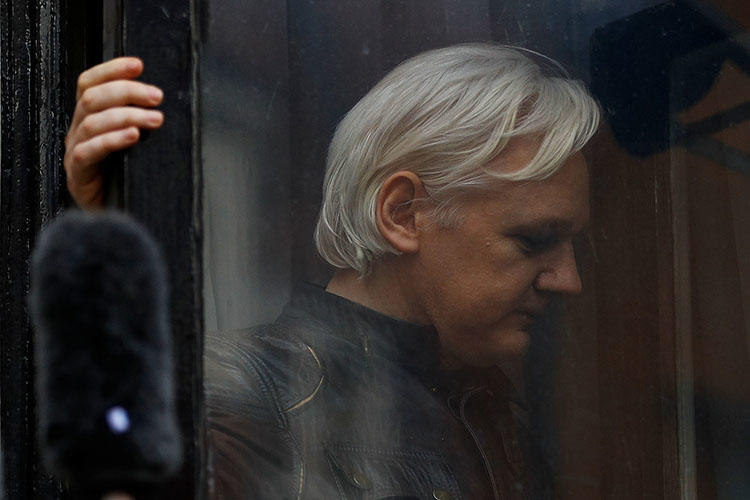 WikiLeaks founder Julian Assange is seen on the balcony of the Ecuadoran Embassy in London, U.K., on May 19, 2017. (Reuters/Peter Nicholls)
