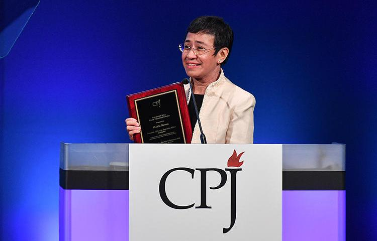 Maria Ressa, founder and editor of the Philippine news site Rappler, accepting CPJ's International Press Freedom Award on November 20, 2018. Ressa and Rappler are facing increasing legal harassment by the Philippine government. (Getty Images/Dia Dipasupil)