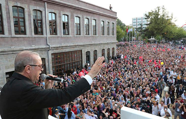 President Erdoğan addresses supporters in Trabzon on August 12. A journalism student in the city is detained on accusations of insulting the president in an article. (Presidential Press Service pool via AP)