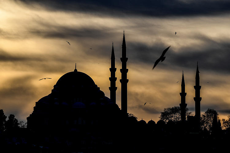 The silhouette of Suleymaniye mosque in Istanbul, pictured during sunset in December 2018. A left-wing news site has received a series of threats, including published remarks by a civil servant Islamic scholar. (AFP/Ozan Kose)