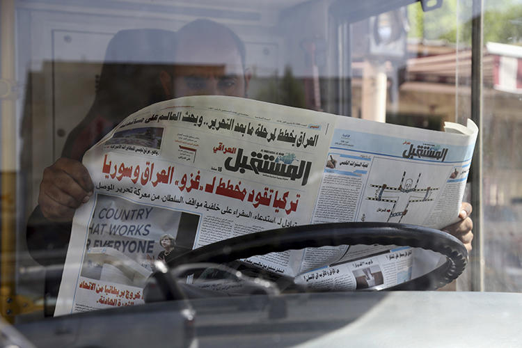 An Iraqi man reads a newspaper on October 6, 2016. In recent weeks, at least four journalists were detained in northern Iraq and Iraqi Kurdistan.