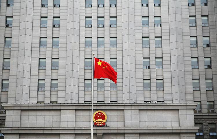 A Chinese flag flutters in front a courthouse in Beijing, China, on September 22, 2016. A court in Hubei province today sentenced human rights journalist Liu Feiyue to a five-year prison term. (Damir Sagolj/Reuters)
