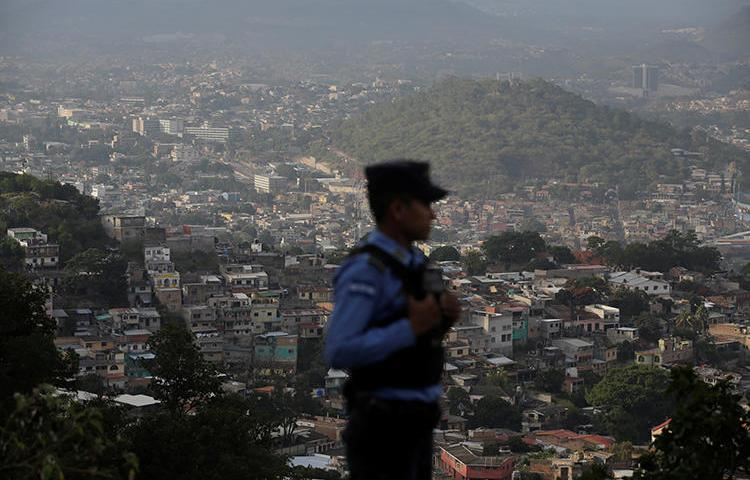 A policeman patrols in Tegucigalpa, Honduras. On January 11, 2019, the Honduran supreme court sentenced journalist David Romero Ellner to 10 years in prison on criminal defamation charges. (Reuters/Jorge Cabrera)