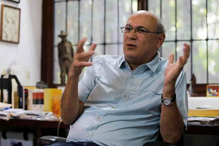 O jornalista Carlos Fernando Chamorro fala durante uma entrevista à Reuters em Manágua, na Nicarágua, em 24 de dezembro de 2018. Em 20 de janeiro de 2019, Chamorro anunciou que havia fugido para a Costa Rica. (Reuters/Oswaldo Rivas)