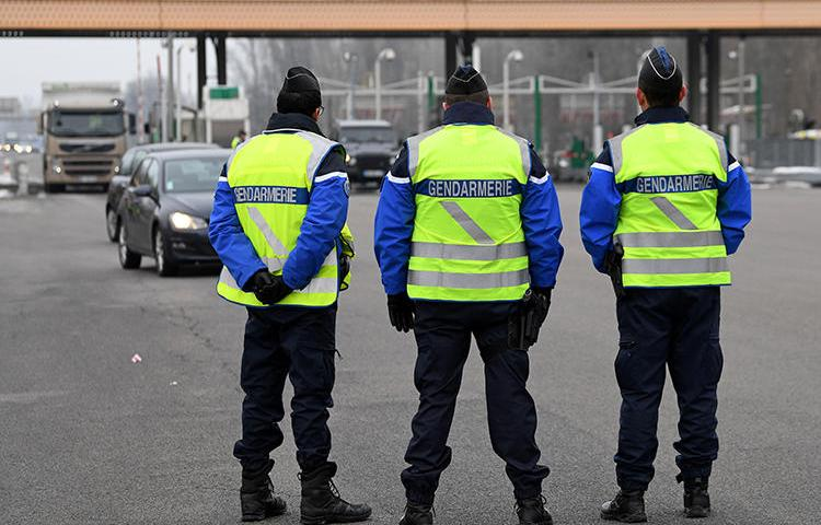 Police officers seen in Grenoble, southwestern France, on January 24, 2017. In late January 2019, an anarchist group attacked regional French public radio station France Bleu Isère and a transmitter for the broadcast company TDF. (Jean-Pierre Clatot/AFP)