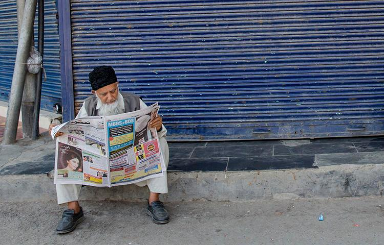 A Kashmiri man reads a newspaper in Srinagar on August 31, 2018. The Kashmiri state government recently removed lucrative advertising from two leading dailies in the region. (Dar Yasin/AP)