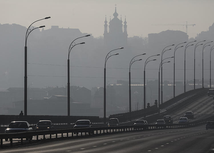 Cars drive on a highway in Kiev, Ukraine, on January 18, 2017. Journalists in Kiev have recently reported being watched and followed. (Gleb Garanich/Reuters)