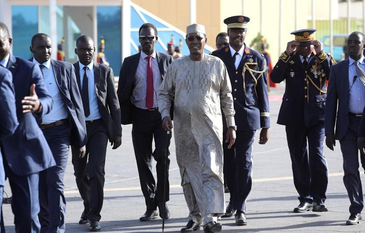Chad's president, Idriss Deby, arrives at the N'Djamena international airport on December 22, 2018. CPJ joined a call to end a nearly one-year social media block in Chad. (AFP/Ludovic Marin)