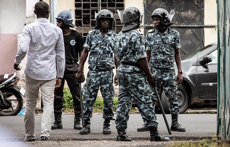 Gendarmerie officers stand guard on March 24, 2019, in Moroni, Comoros. Two journalists have been detained without trial in the country since February. (Gianluigi Guercia/AFP)