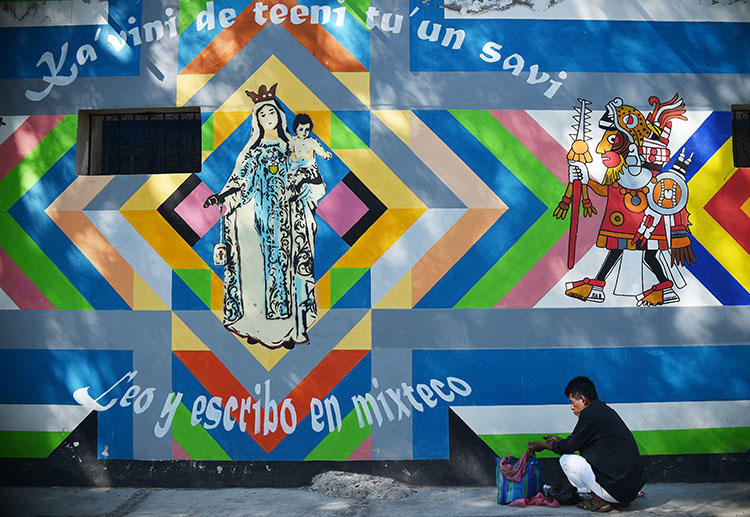 A street vendor in Tlaxiaco, Oaxaca. A journalist survived a gun attack in Salina Cruz, a town in the Mexican state. (AFP/Rodrigo Arangua)