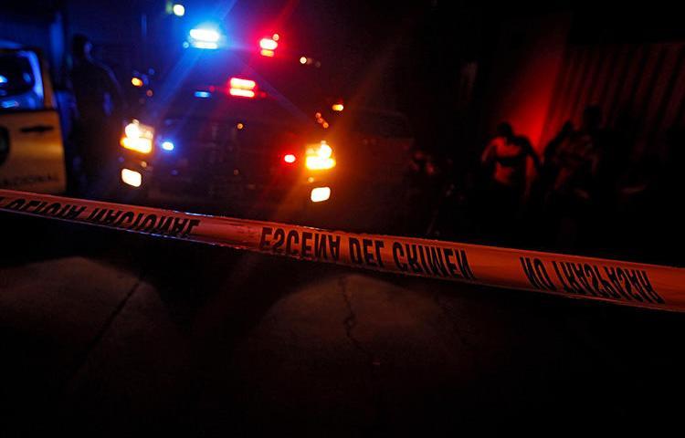 P La policía acordona el area del un homicidio en Tegucigalpa, Honduras, el 8 de Octubre, 2015. El periodista hondureño Leonardo Gabriel Hernández fue asesinado en Nacaome el 17 de marzo de 2019. (Reuters/Jorge Cabrera)