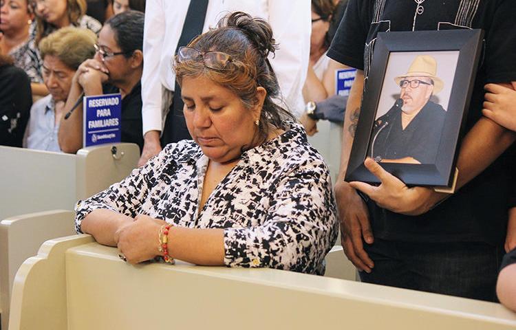 Griselda Triana, esposa do jornalista assassinado Javier Valdez, comparece a cerimônia por seu marido em Culiacan, no estado de Sinaloa, México, em 16 de maio de 2017. Em 20 de março de 2019, um relatório do grupo de pesquisa canadense Citizen Lab concluiu que Triana foi alvo do Spyware Pegasus logo após o assassinato de Valdez, em uma aparente tentativa de espionagem. (Reuters/Jesus Bustamante)