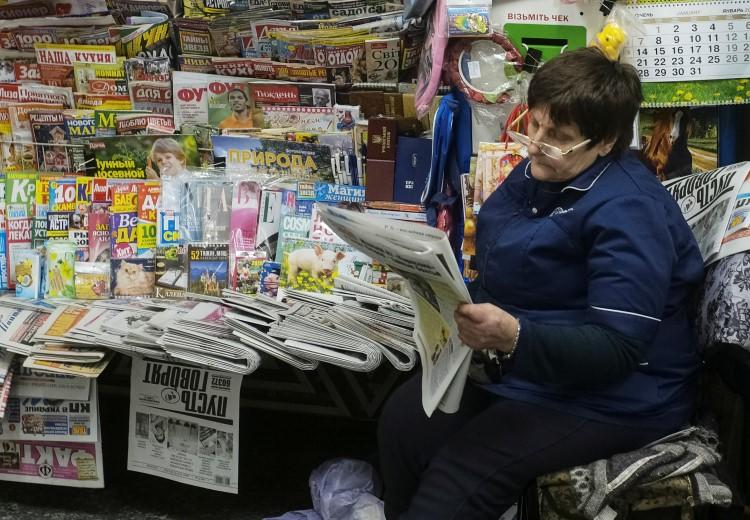 A woman sells newspapers and magazines in central Kiev, Ukraine, on January 24, 2019. Two Ukrainian journalists were recently assaulted by officials of the village council of Chabany, a town south of Kiev. (Gleb Garanich/Reuters)