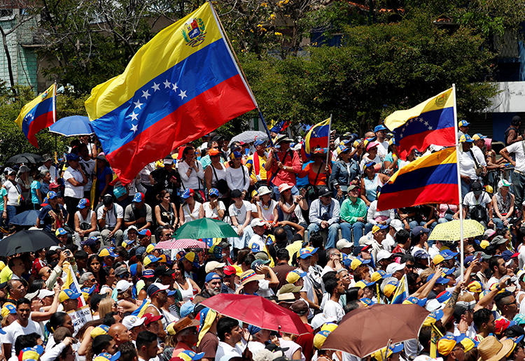 Supporters of the Venezuelan opposition leader Juan Guaido take part in a rally against Nicolas Maduro's government in Caracas, Venezuela, on March 4, 2019. Venezuelan counterintelligence agents detained a U.S. freelancer and his Venezuelan fixer on March 6. (Reuters/Carlos Garcia Rawlins)