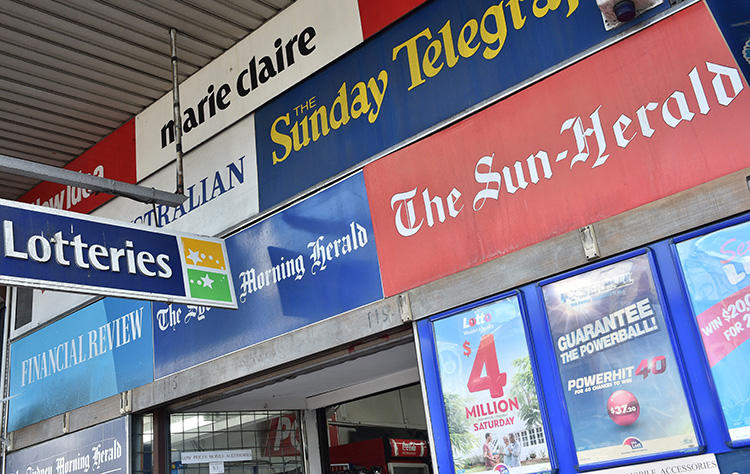 Media publications are advertised outside a newsstand in Sydney on September 14, 2017. Journalists and media outlets in Australia are facing potential fines and jail time for allegedly violating a gag order. (AFP/Peter Parks)