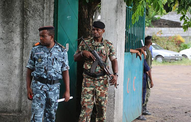 Soldiers stand guard on April 2, 2019, in Moroni, the capital of the Comoros. Journalists have been detained and newspapers have been disrupted surrounding the country's recent presidential election. (AFP/Youssouf Ibrahim)