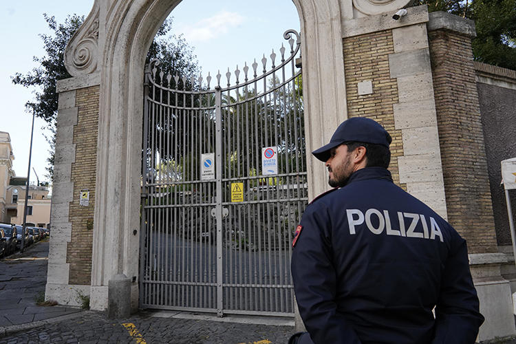 An Italian police officer is seen on October 31, 2018. Police recently arrested seven men who assaulted a journalist in Vicenza. (AP/Andrew Medichini)