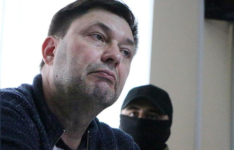 Russian journalist Kirill Vyshinskiy listens to a lawyer in a court room in Kherson, Ukraine, on May 17, 2018. His trial, for treason, began yesterday. (AP/Victor Platov)