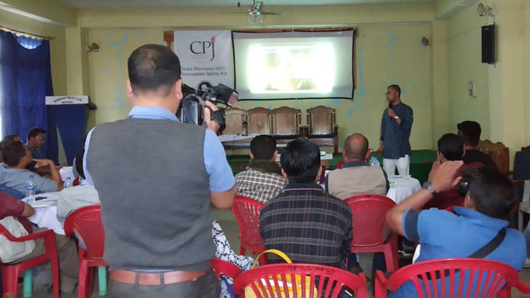 Journalists gather at the Imphal Press Club to hear about CPJ's election safety tool kit. Reporters say greater awareness is needed of digital security for the press. (CPJ)