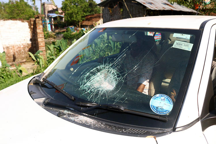 A damaged car that was holding Indian Express reporters is seen on May 6, 2019. Reporters from Indian Express and several other news organizations were injured while covering elections in West Bengal. (Image provided to CPJ by Shashi Ghosh/Indian Express)
