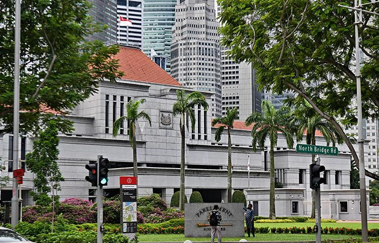 The Singapore parliament building is seen on April 29, 2019. The parliament recently passed a restrictive 'fake news' bill that endangers press freedom. (AFP/Roslan Rahman)