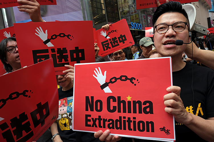 Demonstrators protest a proposed extradition bill in Hong Kong on April 28, 2019. CPJ has called for the bill to be withdrawn or modified. (Reuters/Tyrone Siu)