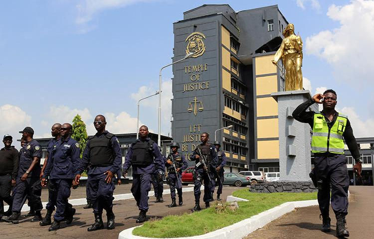 Policemen are seen at the Temple of Justice in Monrovia, Liberia, on December 7, 2017. Journalists from local radio station Roots FM were recently sued for $500,000 in a civil defamation suit by the Liberian minister of state for presidential affairs. (Reuters/James Giahyue)