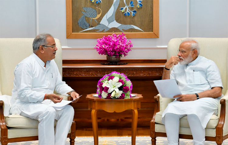 Chhattisgarh Chief Minister Bhupesh Bhagel meets with Indian Prime Minister Narendra Modi in New Delhi on June 15, 2019. CPJ called on Bhagel to ensure that police drop charges against journalist Dilip Sharma. (Photo via Indian prime minister's official website)