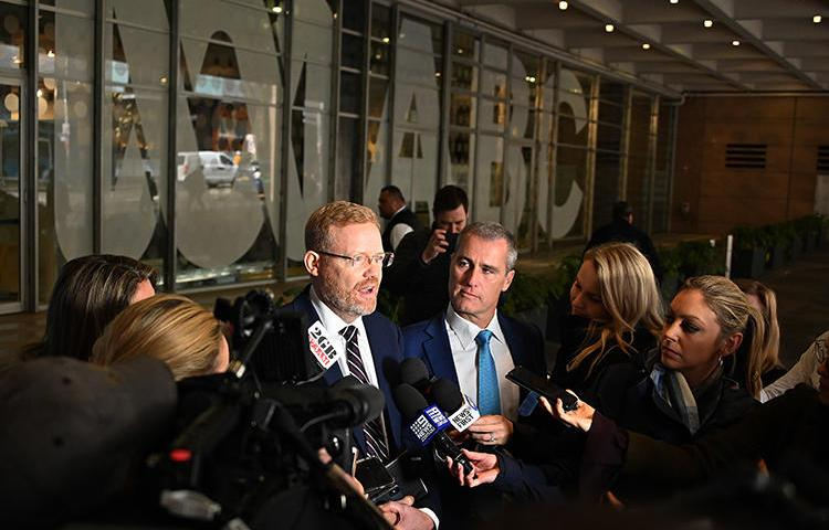 Australian Broadcasting Corporation Editorial Director Craig McMurtrie speaks to the media as Australian police raid the headquarters of public broadcaster in Sydney on June 5, 2019. (AFP/Peter Parks)