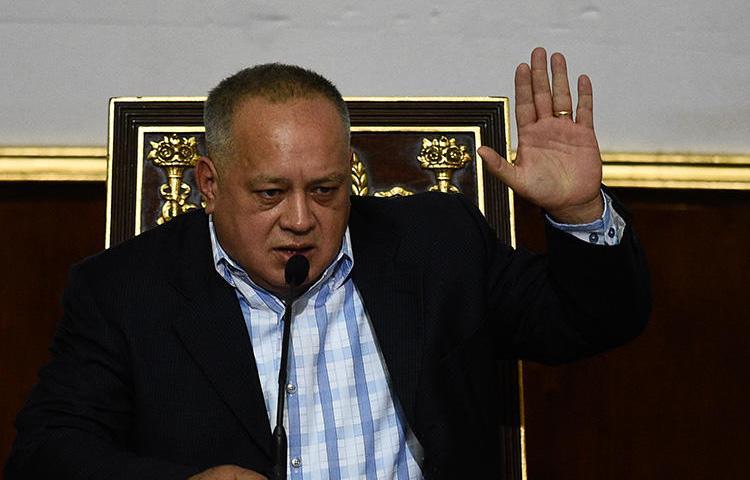 : El exvicepresidente Diosdado Cabello aparece durante una sesión de la Asamblea Nacional Constituyente en enero. El Tribunal Supremo de Justicia de Venezuela le ordenó a La Patilla pagarle a Cabello una indemnización de USD 5 millones. (AFP/Federico Parra)