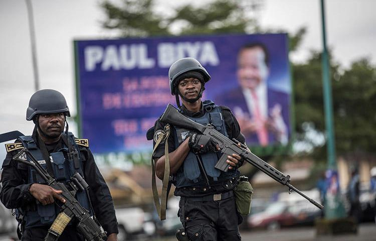 Members of the Cameroonian Gendarmerie patrol Buea in October 2018, during a political rally. In a letter to the UN Security Council, CPJ and other groups have highlighted the deteriorating situation, including the jailing of journalists, in parts of Cameroon. (AFP/Marco Longari)