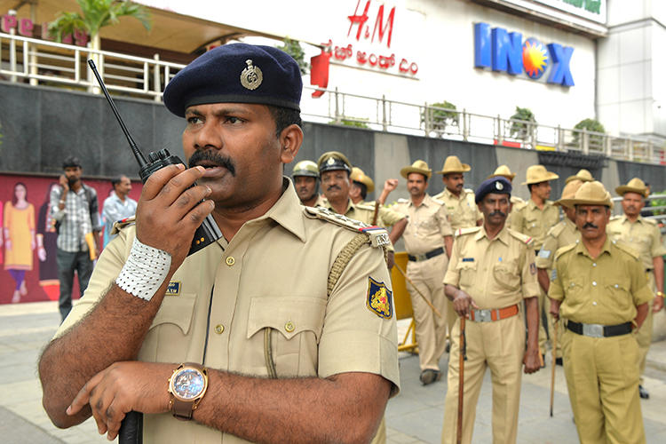 Karnataka state police personnel are seen in Rajinikanth, Bangalore, on June 7, 2018. Two journalists were recently assaulted in Karnataka state, and another in Uttar Pradesh. (AFP/Manjunath Kiran)