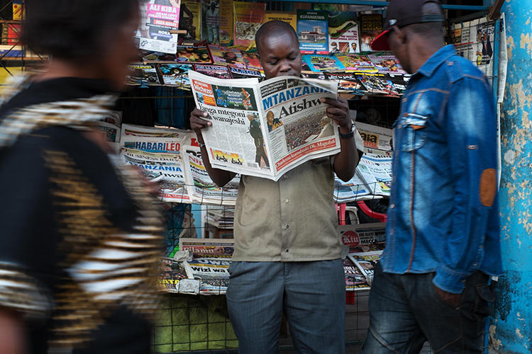 A newspaper stand is seen in Mwanza, Tanzania, on September 19, 2015. Tanzania is currently considering legal amendments that could negatively affect press freedom. (AFP/Daniel Hayduk)