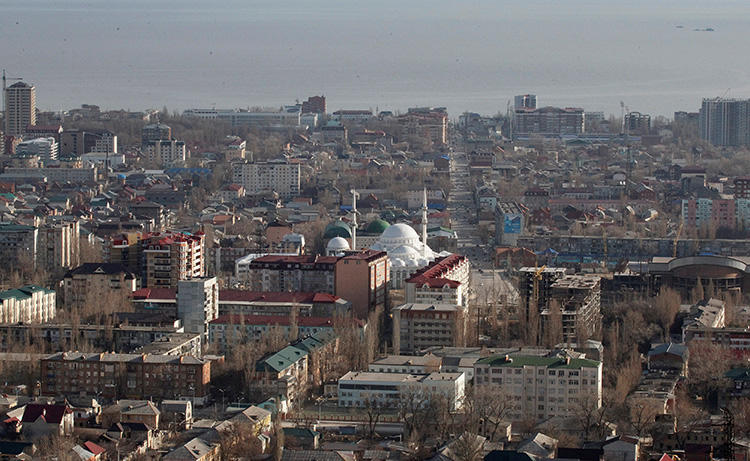 An aerial view of the Dagestan capital of Makhachkala on March 24, 2012. Chernovik editor Abdulmumin Gadzhiev was detained in Makhachkala on terrorism charges on June 14, 2019. (Reuters/Grigory Dukor)